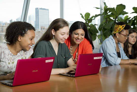 Genç kızların kod yazmayı öğrenmesini teşvik etmenin 4 yolu