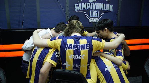 League of Legends Türkiye Şampiyonluk Ligi lideri 1907 Fenerbahçe Espor